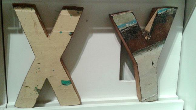 cja de madera con una X y una Y, ADN del emprendedor, ¿nace o se hace?
