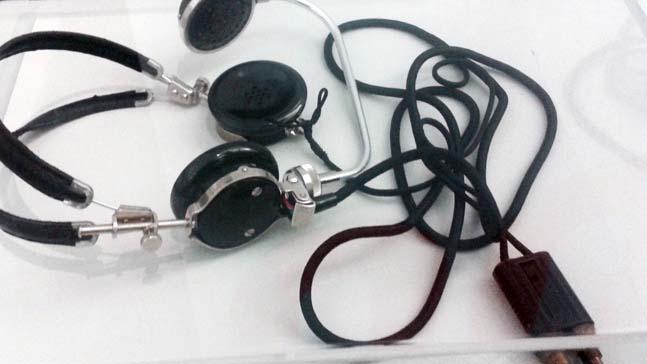 el fin de los medios de comunicacion de masas- auriculares antiguos