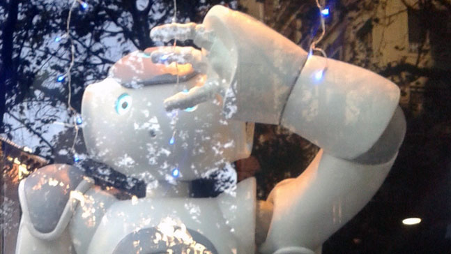 robot mirando al futuro tu futuro es hoy