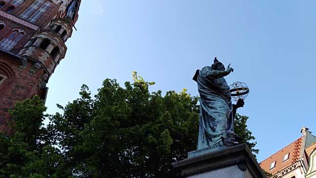 Torun, estatua de Copernico
