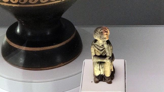 sócrates enamorado,escultura griega de hombre pensativo