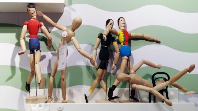autoestima y posturas corporales, maquetas de cuerpos humanos