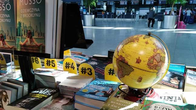 policias de novela negra, librería en Varsovia